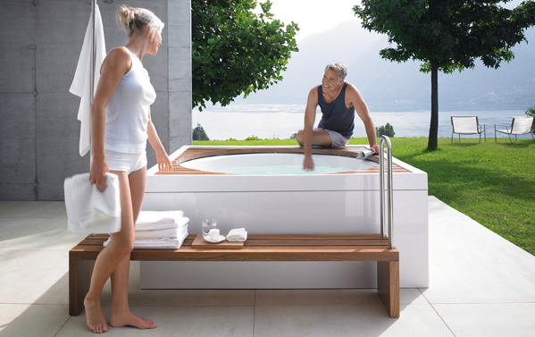 Summer whirlpool luxury immerse yourself in a duravit for Salle de bain duravit