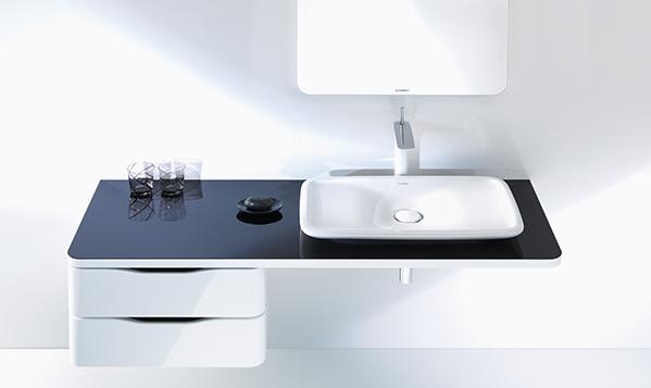 High-contrast bathroom design
